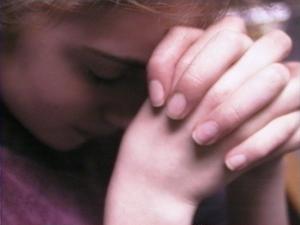 praying_girl_eliz_1_copy150135105_std